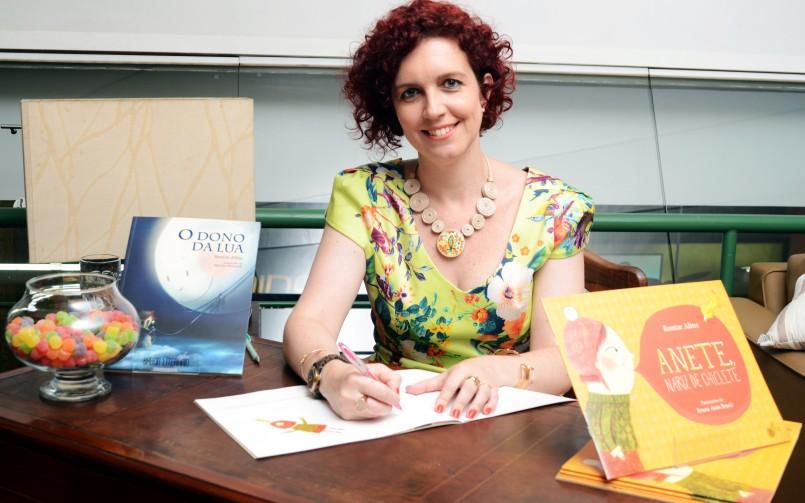 Leitores fazem festa no lançamento de Anete